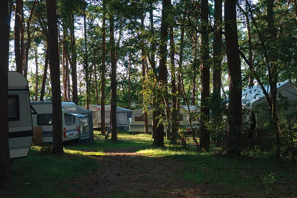 Camping in der Ferienanlage Regenbogen Nonnevitz im Norden der Insel Rügen