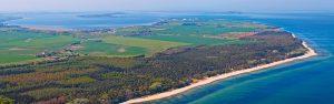 Luftbild der Ferienanlage Regenbogen Camp in Nonnevitz auf Rügen an der Ostseeküste