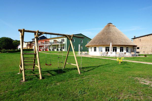 Spielplatz der Ferienanlage Süderhof Rügen in Breege auf der Halbinsel Wittow