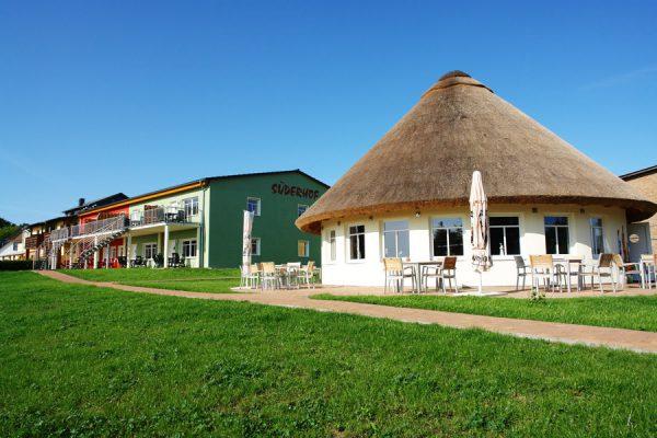 Restaurant und Ferienwohnungen der Ferienanlage Süderhof Rügen in Breege auf Wittow