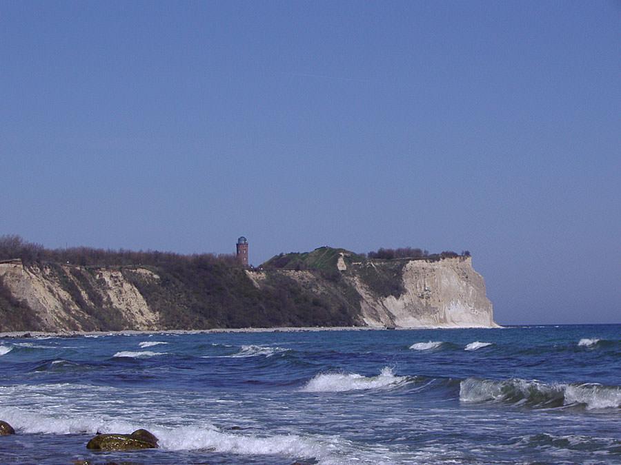 Kreideküste und Leuchtturm vom Kap Arkona auf der Halbinsel Wittow im Norden von Rügen