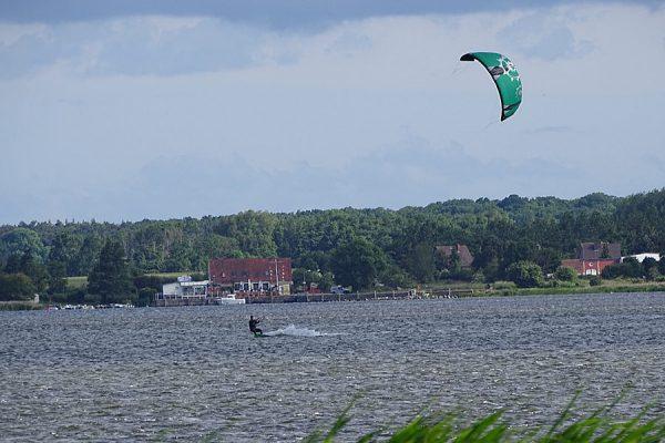 Surfer auf Wittow im Norden von Rügen