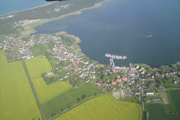 Luftaufnahme von Breege auf der Insel Rügen an der Ostsee