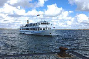 Hiddensee-Tour mit der MS Wappen der Reederei Kipp auf Wittow