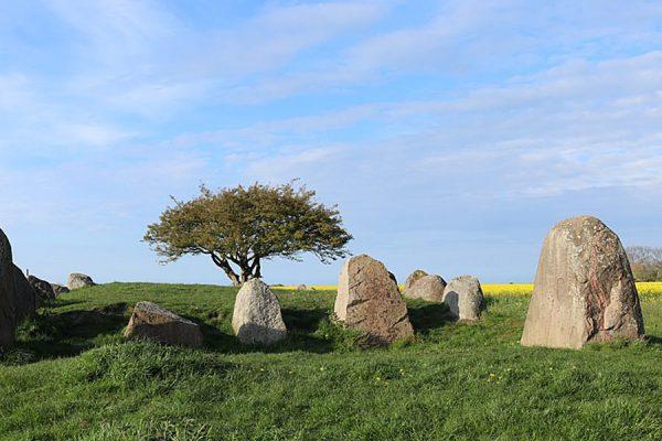 Historische Grabstätten in Nobbin bei Putgarten auf der Halbinsel Wittow im Norden von Rügen