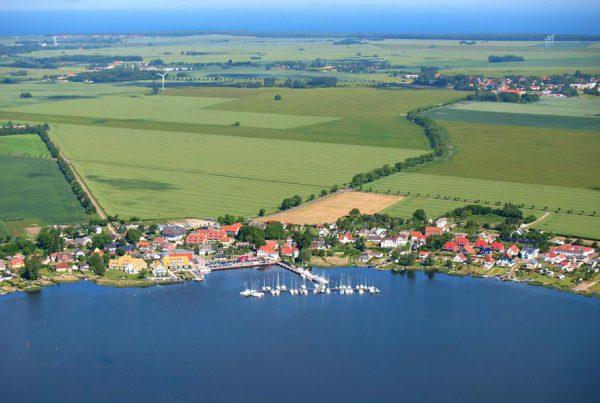 Luftbild vom Ostseebad Breege-Juliusruh auf der Insel Rügen an der Ostsee