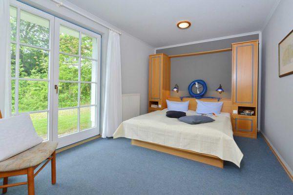 Schlafzimmer der Hotel- und Ferienanlage Kapitänshäuser in Breege auf Rügen