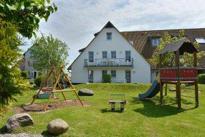 Spielplatz der Hotel- und Ferienanlage Kapitänshäuser im Ostseebad Breege-Juliusruh auf Rügen