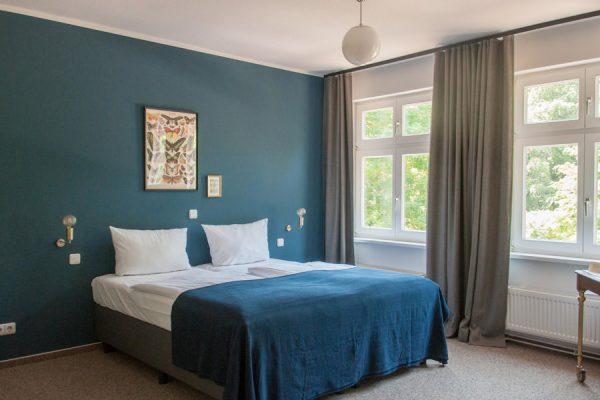 landgut-ruegen-lieblingsplatz-hotel-schlafzimmer-bett